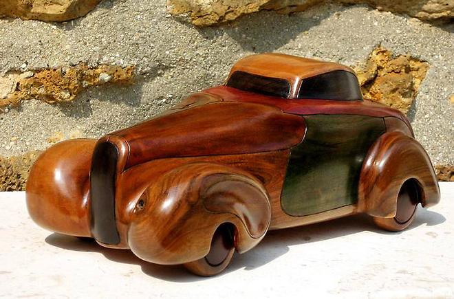Voiture en bois de noyer de marcel coronel artiste for Creation objet en bois