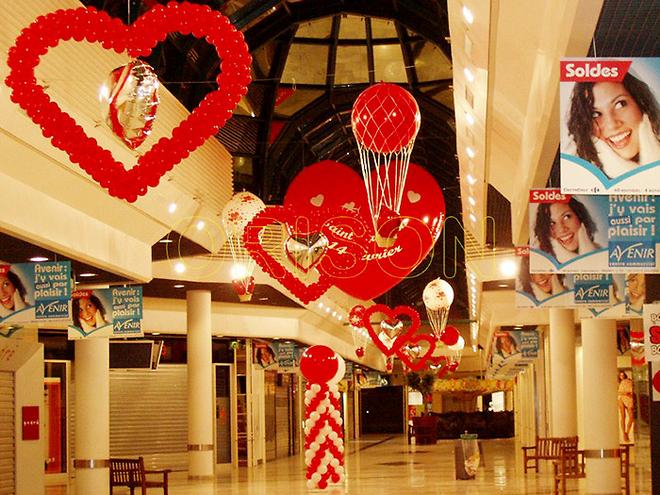 Orison - Décoration galerie marchande avec des ballons gonflables