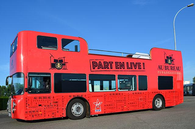 Bus anglais decouvrable de podiocom v hicule road show car podium camion podium tourn e - Image de bus anglais ...